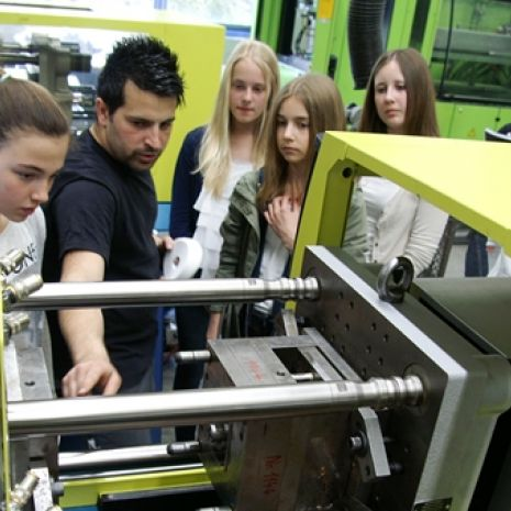 Technology taster course - Girls' Day at Dallmer offers insight into male-dominated occupations